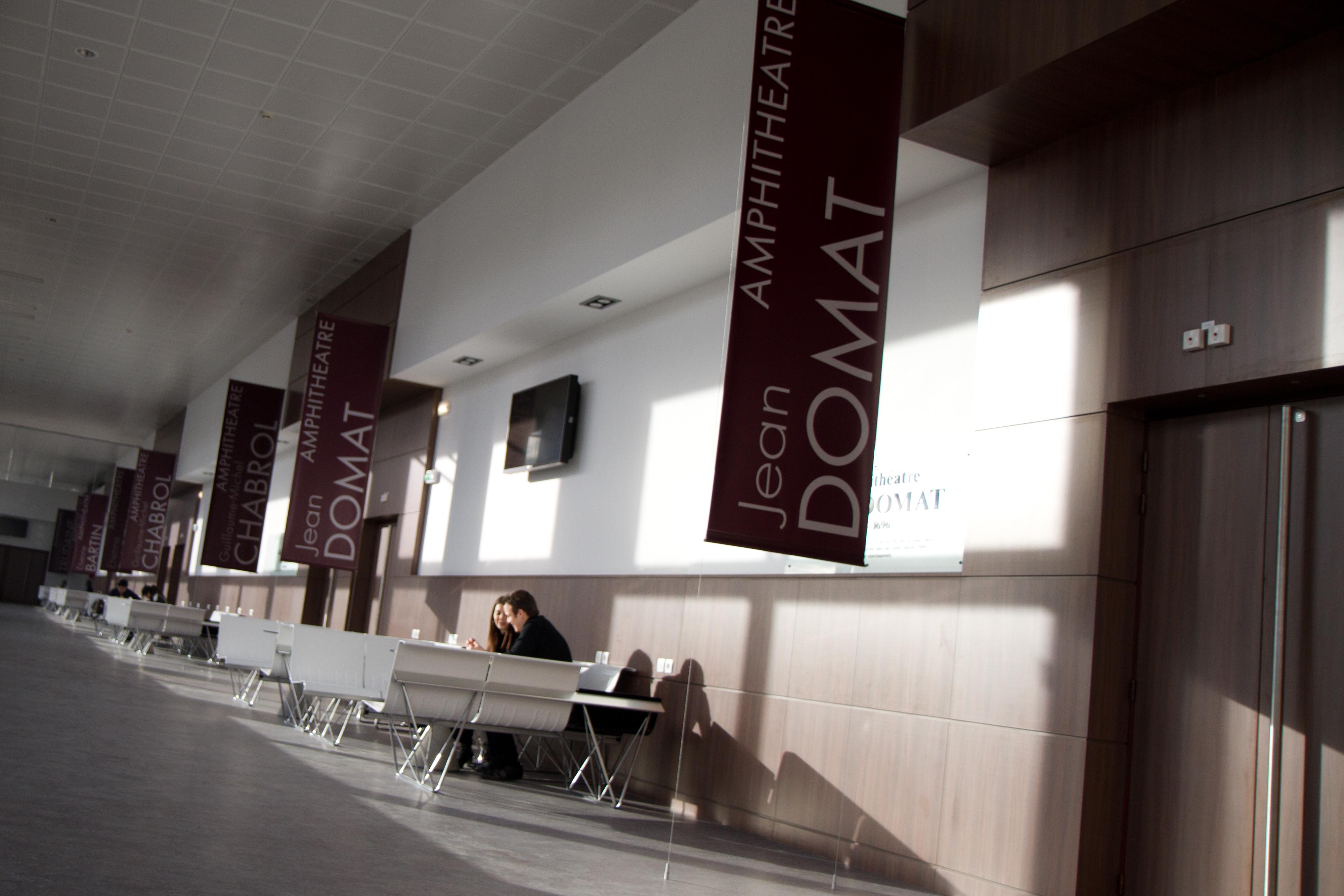 Galerie des amphis - Ecole de Droit